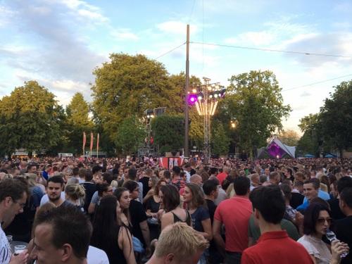 Muziekfeest op het plein 1