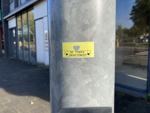 Straatsticker Emmen De Tobies Zwartemeer