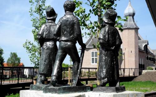 De Drie Podagristen bij het kasteel in Coevorden