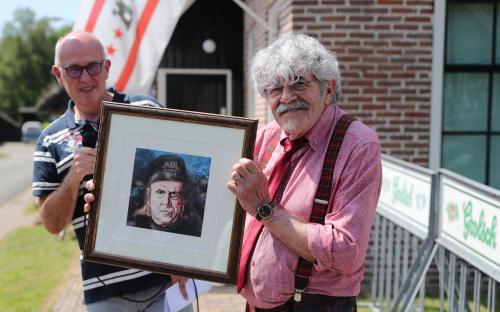 Bennie Jolink van Normaal opent expositie over Harry Muskee in C+B Museum Foto DvhN