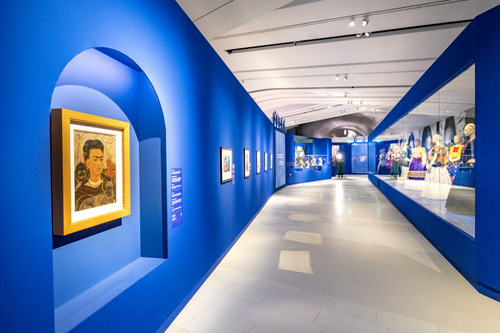 In het Drents Museum is voor de tentoonstelling Viva Las Frida! een tracé in de vorm van een spiraal uitgezet. Foto Marcel Jurian de Jong